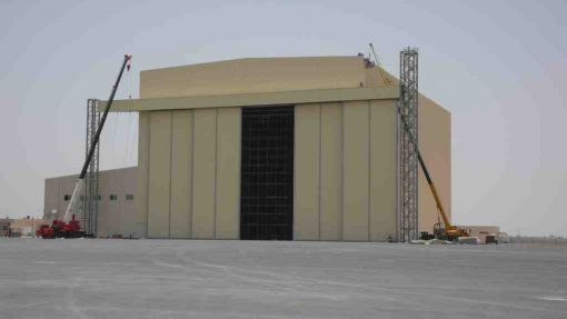 motorlu uçak hangar kapı sistemi