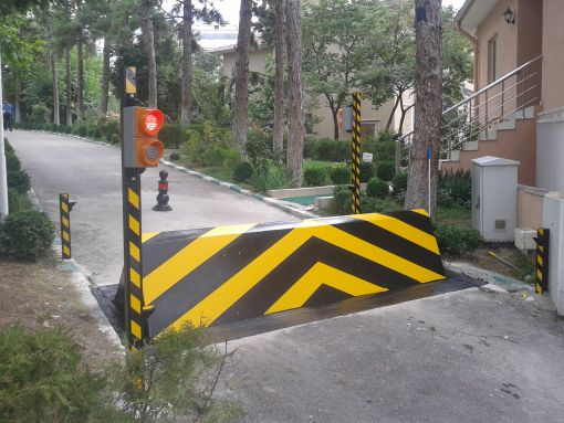 pas 68 road k12 road blocker barrier