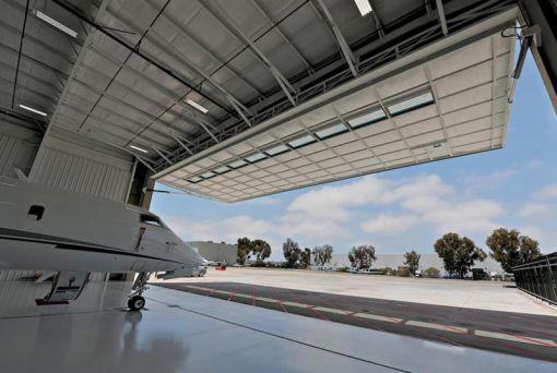 uçak hangar kapıları