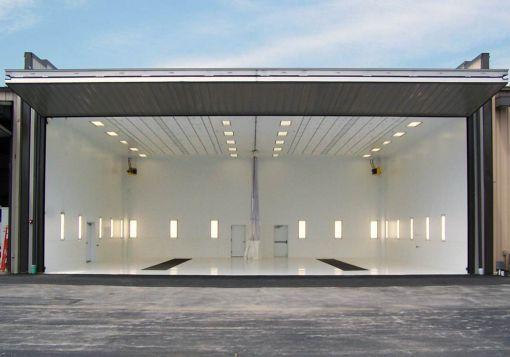 uçak hangar kapısı